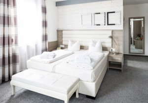 Doppelbett Design helles Zimmer