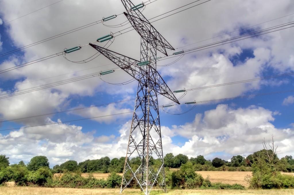 champs électromagnétiques sous ligne haute tension en campagne